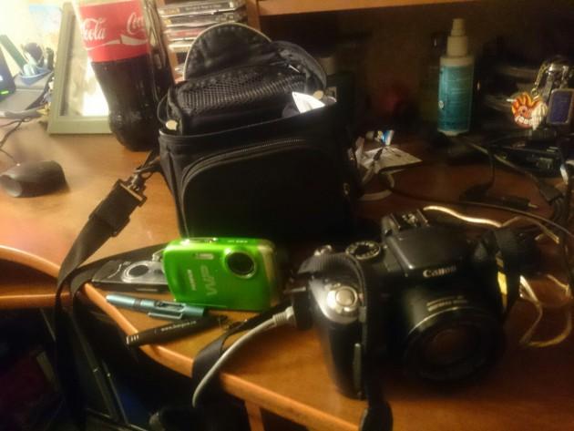 В Автово была найдена сумка с двумя фотоаппаратами. Canon